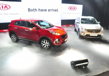 Kia Sportage (left) and Sorento - 01