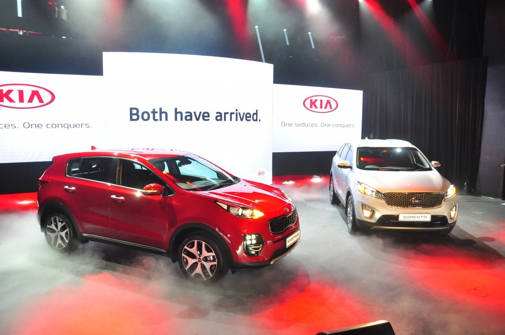 Kia Sportage (left) and Sorento - 02