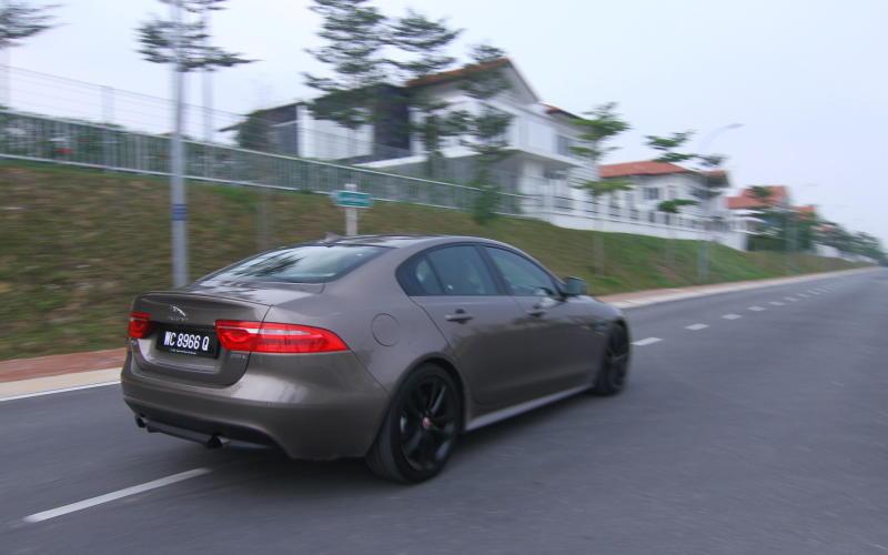 Jaguar XE - 03