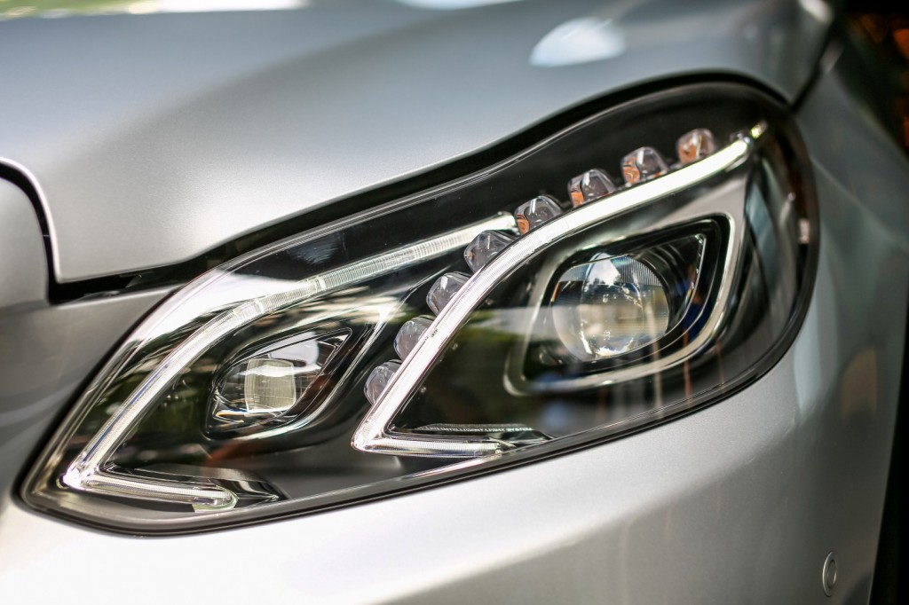 Mercedes-Benz E 300 BlueTEC Hybrid - 11