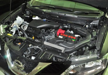 Nissan X-Trail 2.0 and its 2.0L mid-revving MR20DD engine