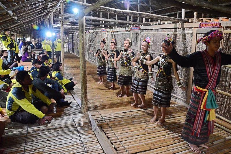 The Rungus performing several traditional dances, such as the Manaradan and Sumundai-Mongigol, for the media convoy at Bavanggazo longhouse.