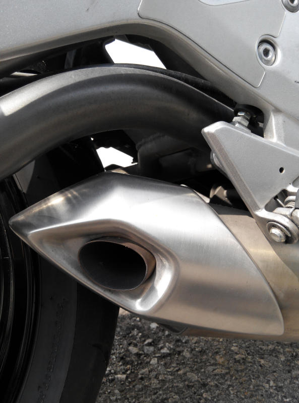 Kawasaki ER-6n - exhaust pipe.