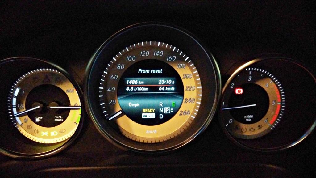 Mercedes-Benz E 300 BlueTEC Hybrid - 129