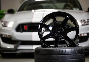 Ford GT350R Mustang carbon fibre wheel