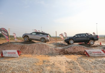 Toyota_Hilux_Fortuner_Drive_Media-48
