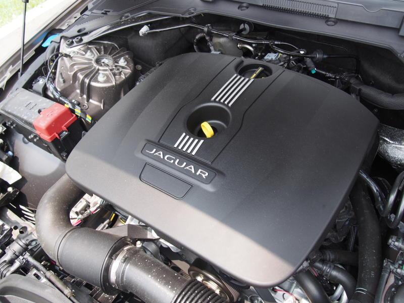 Jaguar XE - 05-1