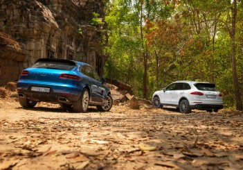 Porsche - 000-2 Macan (L) and Cayenne