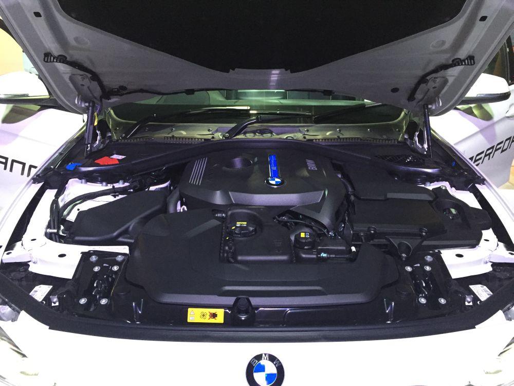 BMW 330e_ Aug 2016 (1)