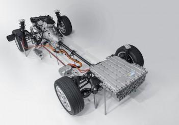 The new BMW 330e (5)