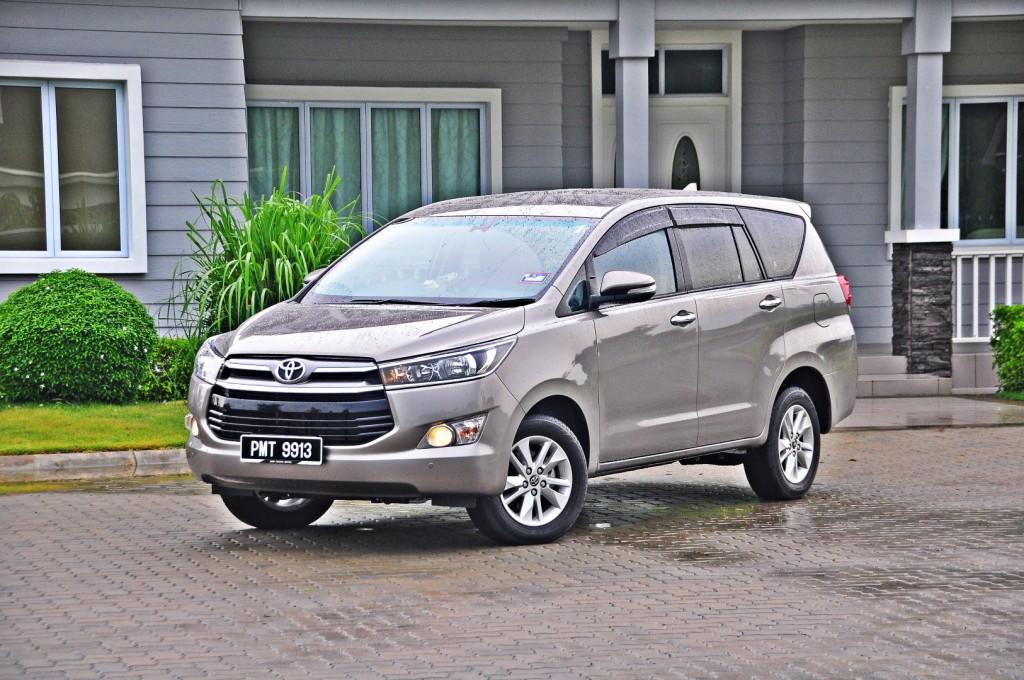 Toyota Innova 2.0G - 02