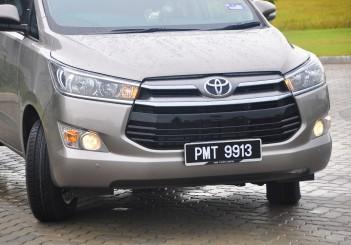 Toyota Innova 2.0G - 05