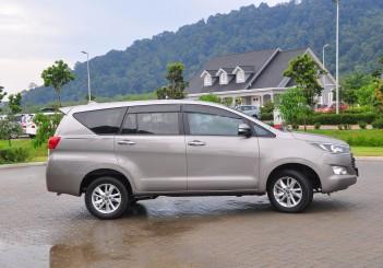 Toyota Innova 2.0G - 06