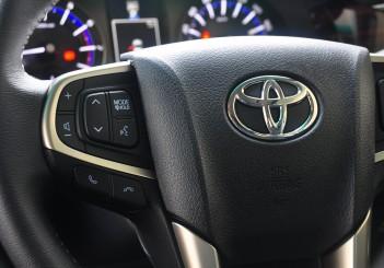 Toyota Innova 2.0G - 24