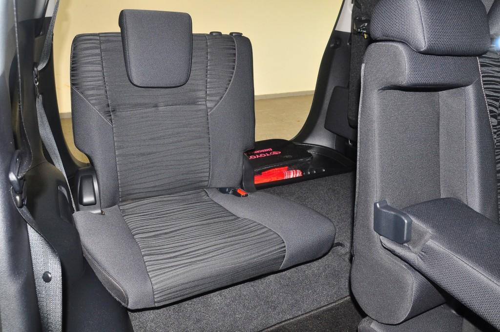 Toyota Innova 2.0G - 46