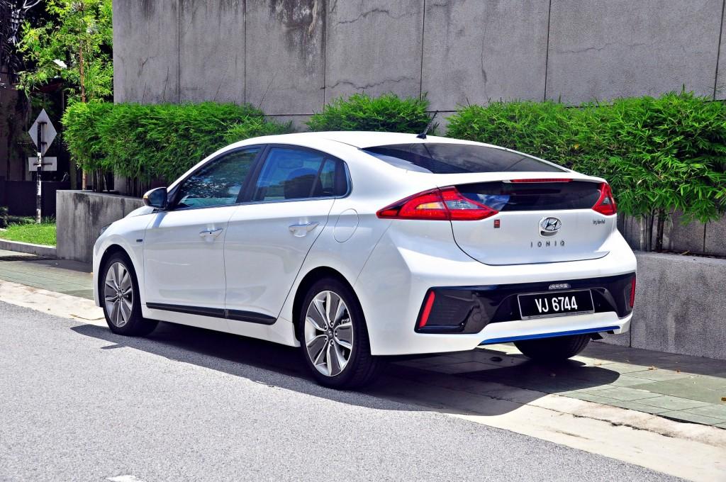 Hyundai Ioniq HEV Plus - the electric bullet | CarSifu