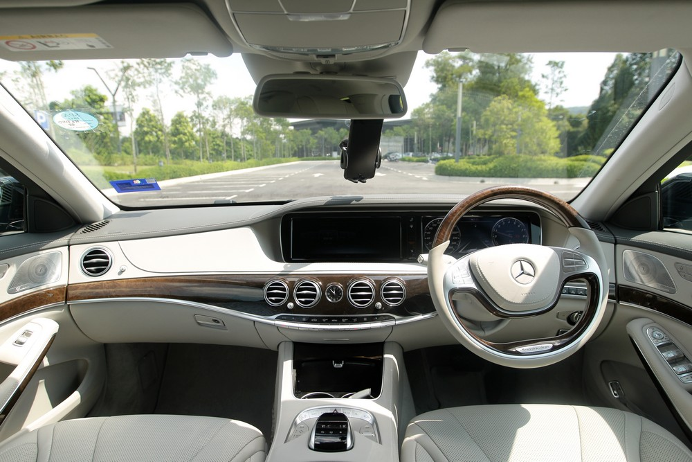 Mercedes Benz Knows Luxury And Comfort Like The Back Of Their Hands You Expect No Less In Flagship Model Theres Little To Gripe About