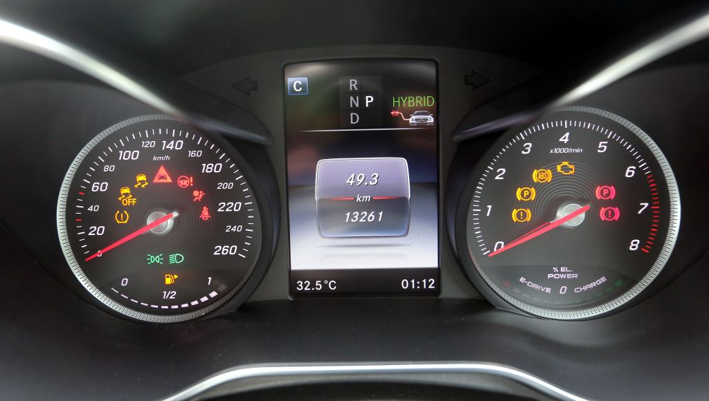 The C 350 e meter cluster and (below) the one from 330e.