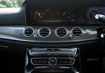 2017 Mercedes-Benz E 350 e (AMG Line) (19)
