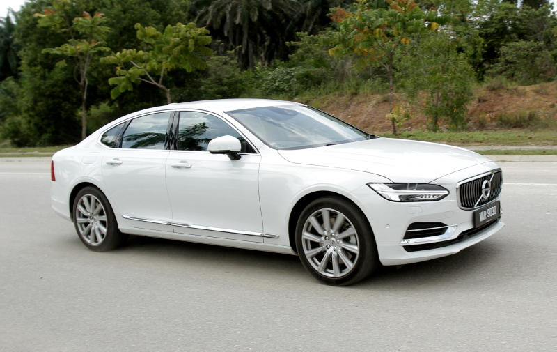 2017 Volvo S90 T8 Twin Engine AWD (Inscription) (1)