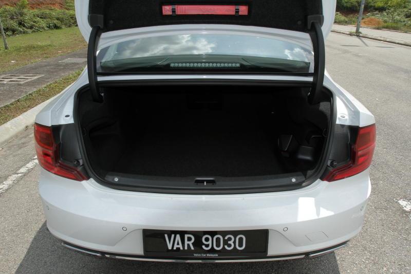 2017 Volvo S90 T8 Twin Engine AWD (Inscription) (19)