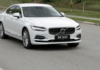 2017 Volvo S90 T8 Twin Engine AWD (Inscription) (52)