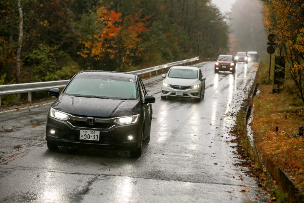 Test drive of Honda cars with the Sport Hybrid i-DCD powertrain; the Honda Grace (City equivalent here) leading the convoy.