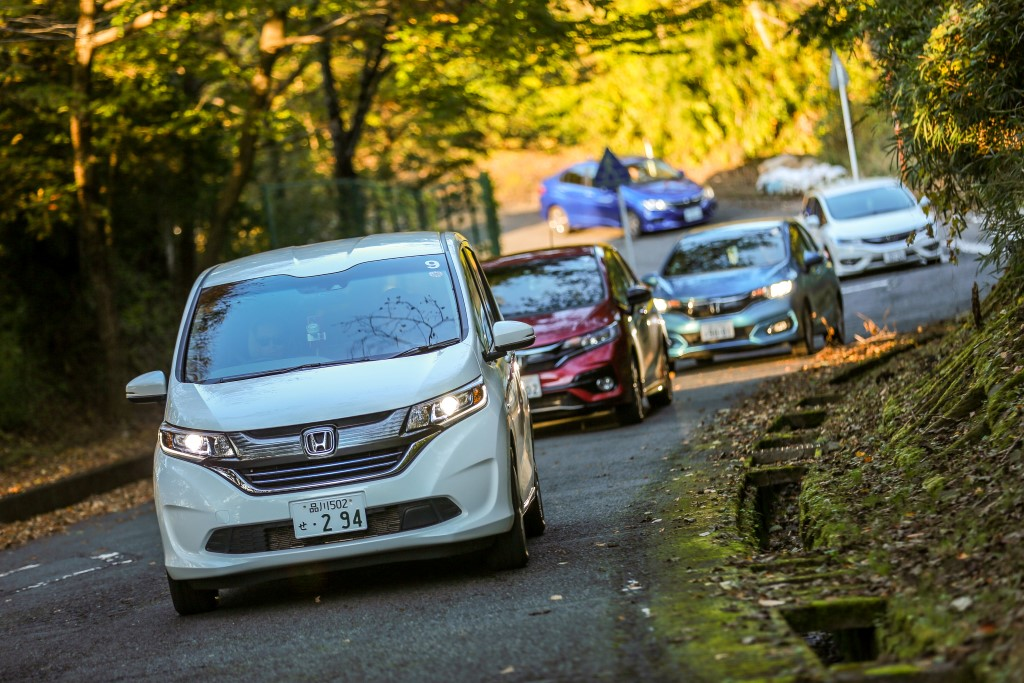 Test drive of Honda cars with the Sport Hybrid i-DCD powertrain; the Honda Freed leading the convoy.