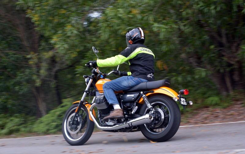Moto Guzzi V9 Roamer (4)