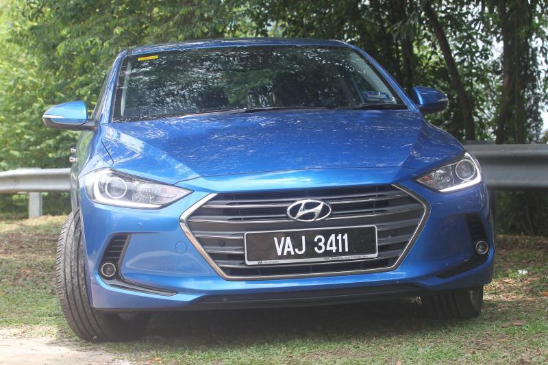 2017 Hyundai Elantra 2 0 MPi Executive: Refined and fuel