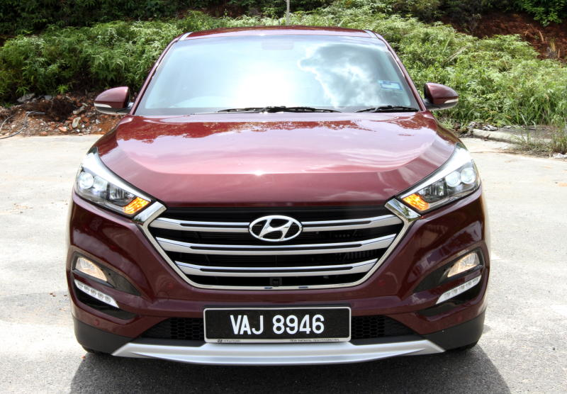 Hyundai Tucson 1 6 turbo GDi takes on VW Tiguan 1 4 HL | CarSifu