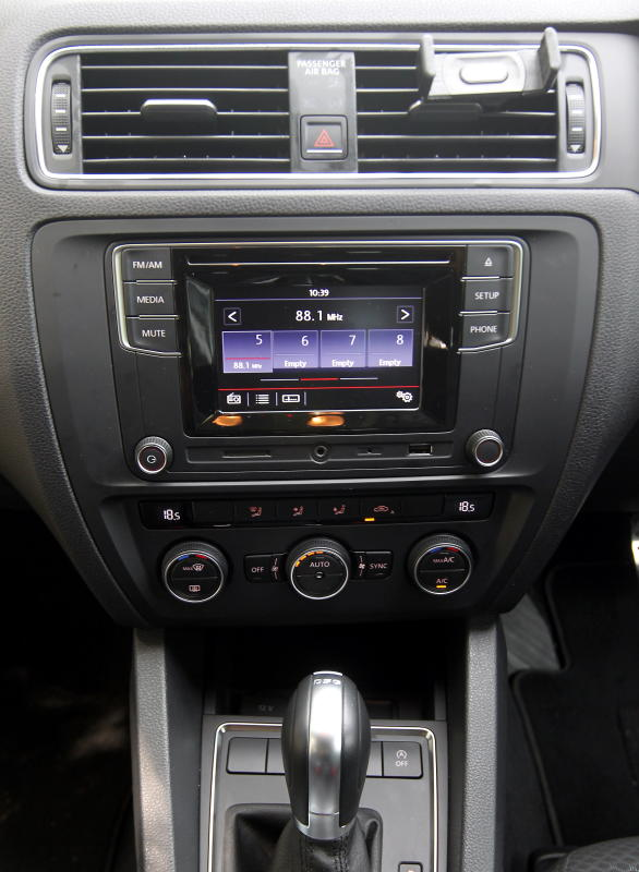 2017 Volkswagen Jetta 1-4L TSI (Comfortline) (58)