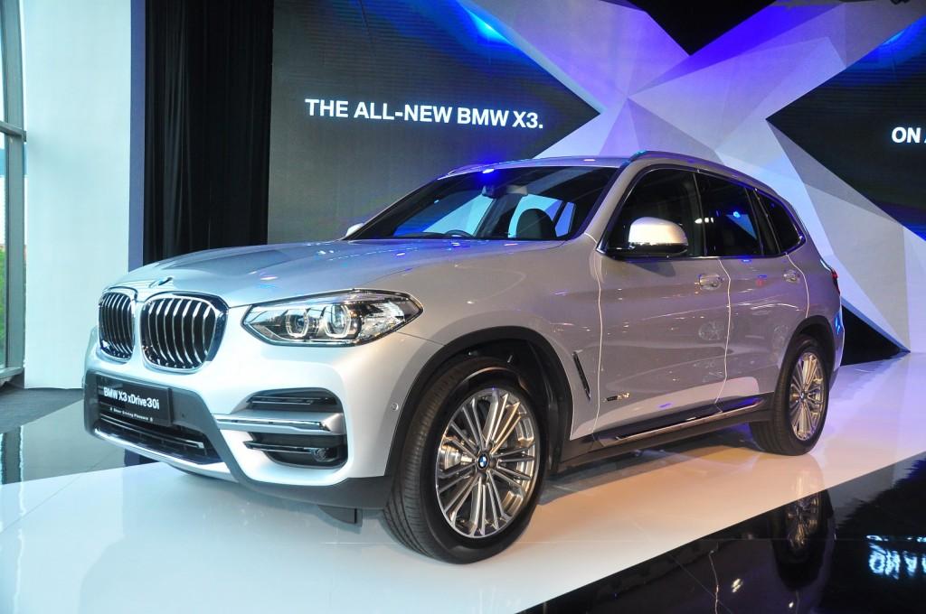 BMW X3 xDrive30i Luxury launched | CarSifu