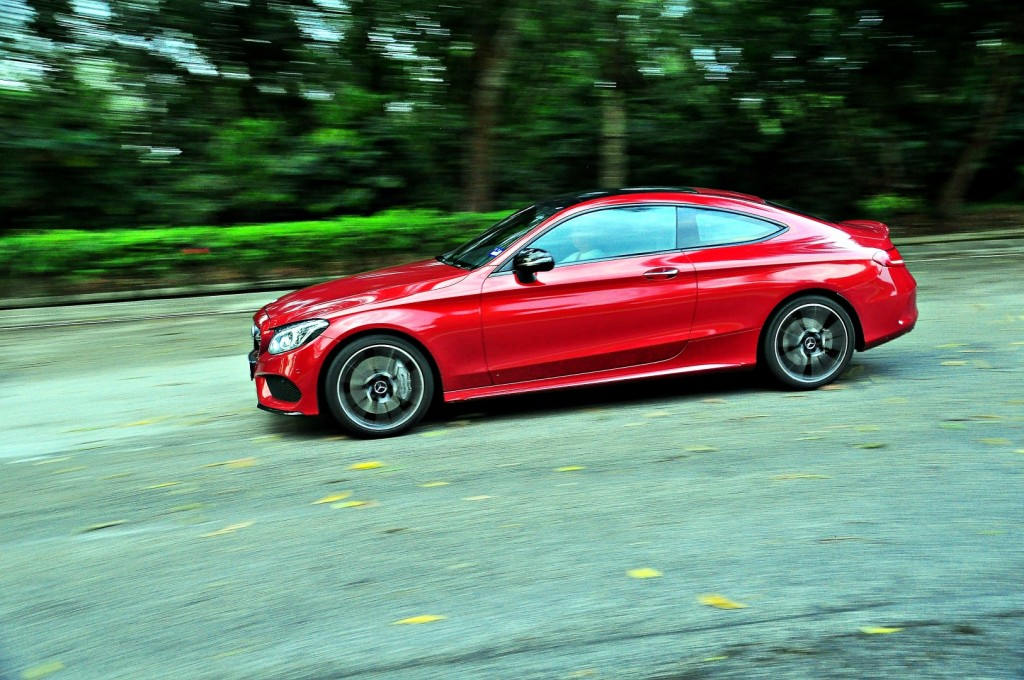 A swing with the Mercedes-AMG C 43 Coupe | CarSifu
