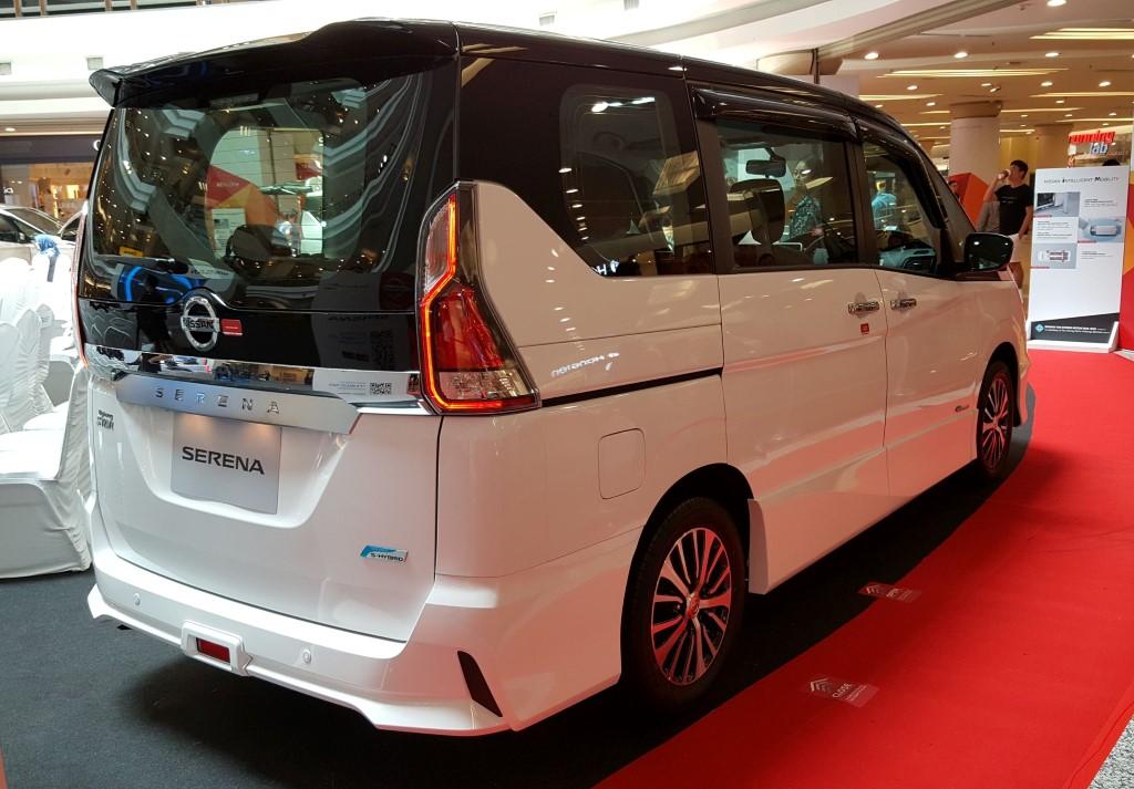 2018 2-litre Nissan Serena S-Hybrid (1)