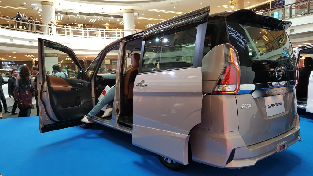 2018 2-litre Nissan Serena S-Hybrid (4)