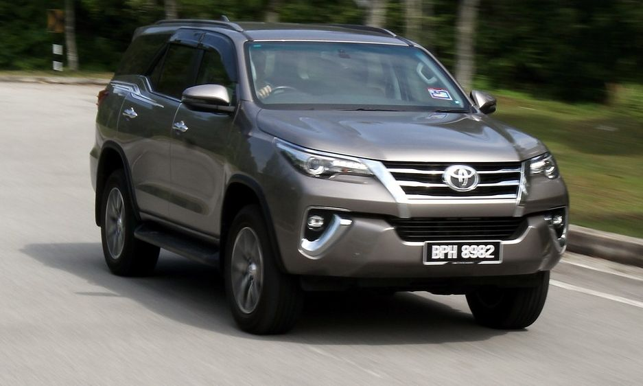 Toyota Fortuner 2 4 VRZ 4X2: Sturdy, elegant and able | CarSifu