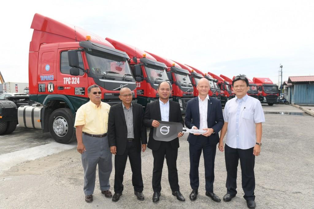 Volvo Trucks Malaysia delivers 10 Prime Movers to Taipanco - 01