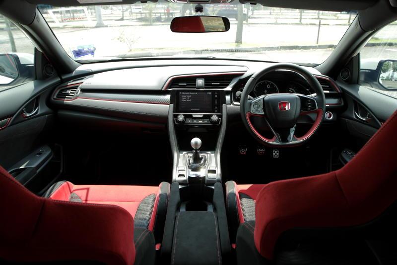 2018 Honda Civic Type R (25)