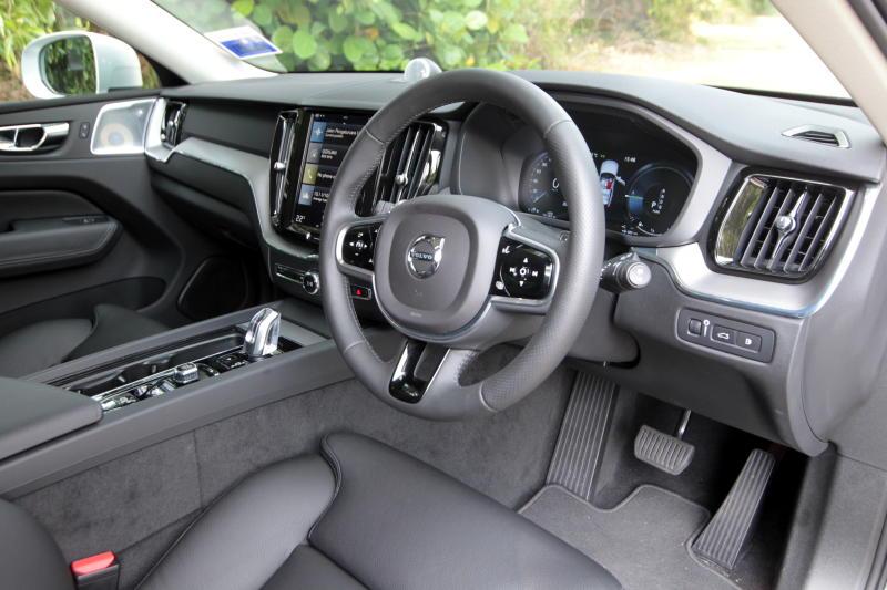 2018 Volvo XC60 (28)