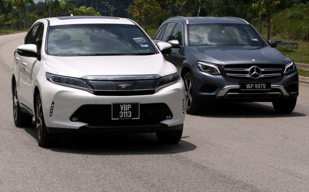 Shootout: Toyota Harrier 2 0T Luxury vs Mercedes-Benz GLC 200 | CarSifu