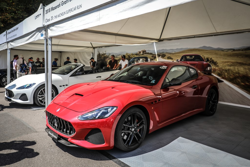 Maserati GranTurismo MC (in red) and GranCabrio Sport (in white).