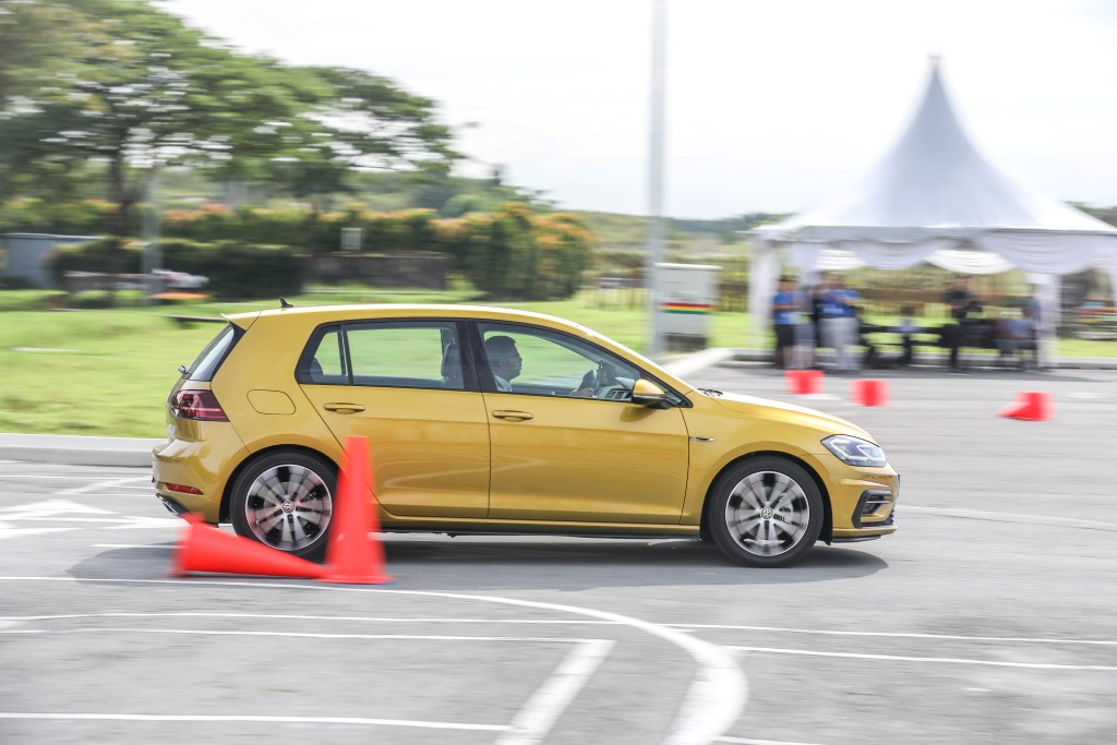 Volkswagen Golf 2018 Media Photos-102 (Custom)
