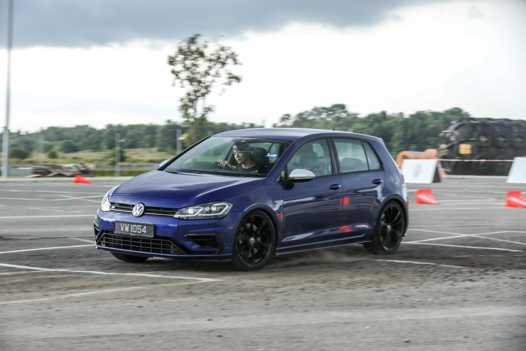 Volkswagen Golf 2018 Media Photos-116 (Custom)