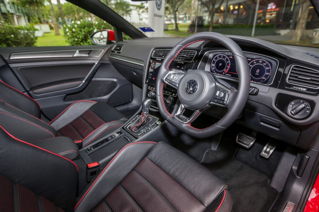 Volkswagen Golf 2018 Media Photos-56 (Custom)