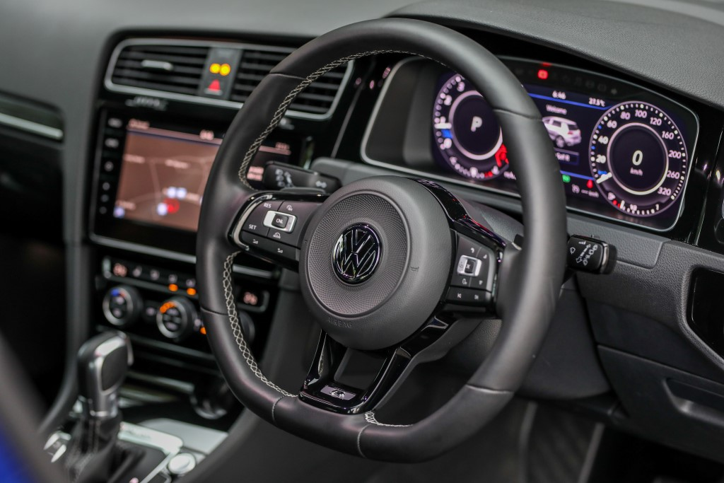 Volkswagen Golf 2018 Media Photos-78 (Custom)