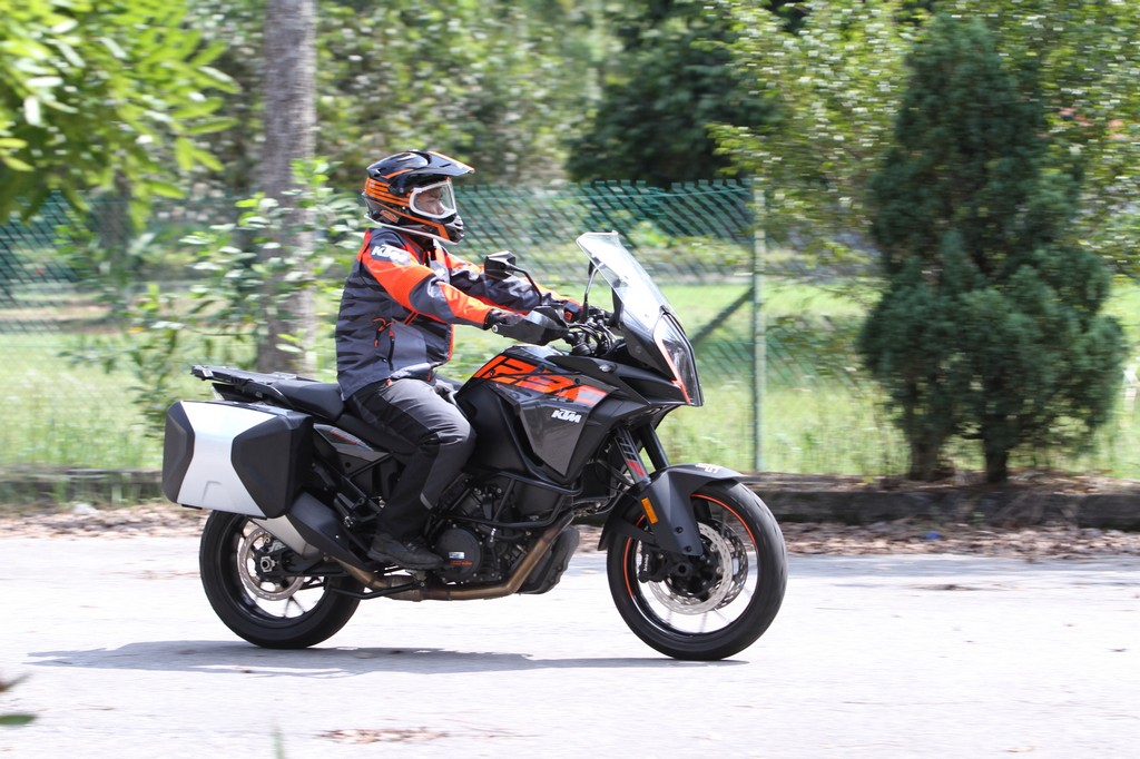 KTM BIKE REVIEW
