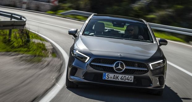 Mercedes-Benz A 200 Progressive, mountaingrau /Leder Leder macchiatobeige/schwarz Kraftstoffverbrauch kombiniert: 5,6-5,2 l/100 km CO2-Emissionen kombiniert: 128-120 g/km // Mercedes-Benz A 200 Progressive, mountain grey / Leather macchiato beige/black Fuel consumption combined: 5,6-5,2 l/100 km combined CO2 emissions: 128-120 g/km