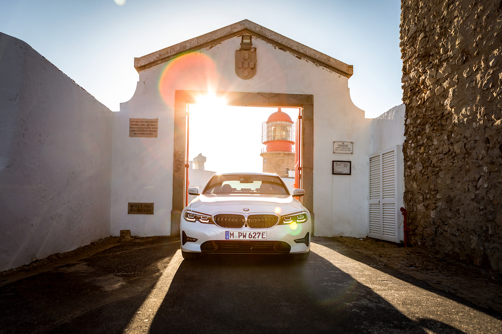 P90330005_highRes_the-all-new-bmw-330e