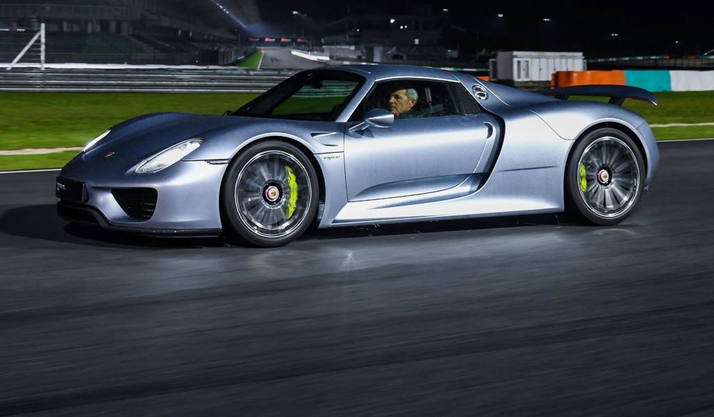 Porsche 918 Spyder Wet Night Demon At Sepang F1 Track Carsifu